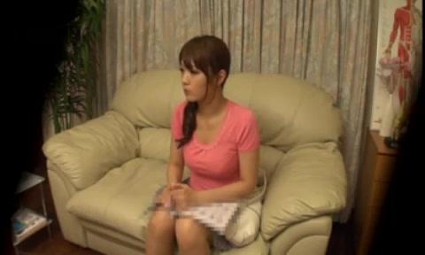 【マッサージエロ動画】マッサージに来た美人人妻がエッチなツボ刺激されてド淫乱にw