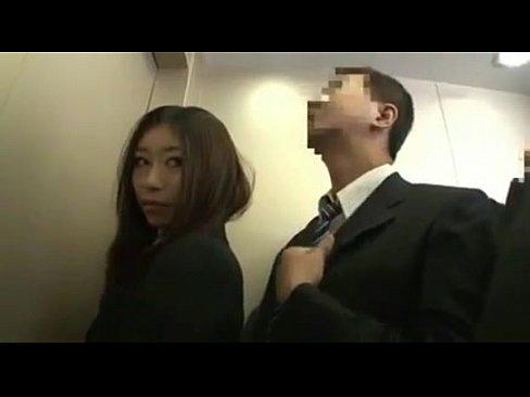 美人痴女OLがエレベーターで男を逆痴漢しそのままバックでパコる