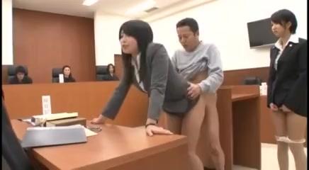 裁判中にセックスしてしまう弁護士