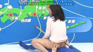 生放送中に公開セックスを見せつける巨乳気象予報士!