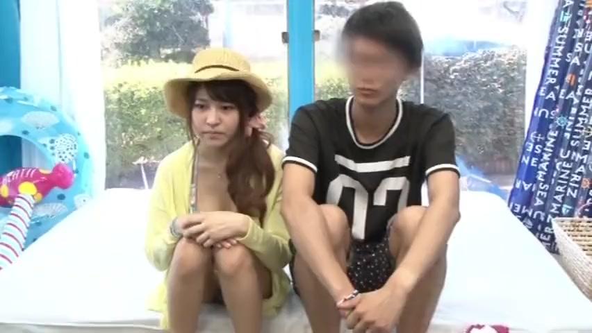 【マジックミラー号】外で待ってる彼氏を見ながら他人棒に抱かれるアイドル顔の美少女