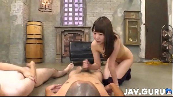 ニーソの小尻美人娘の膣内から中出しザーメンダダ漏れ