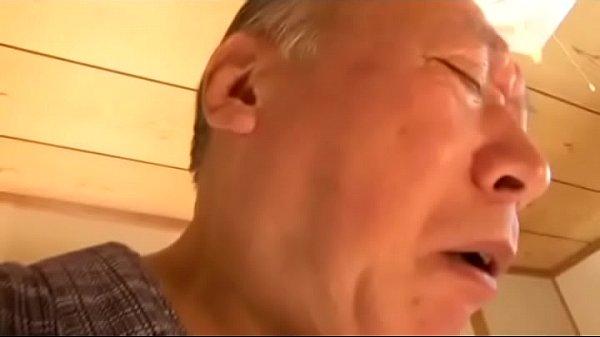禁断介護 失禁する老人の股間に興奮する色情嫁 1h 49 min