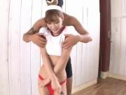 体操服の可愛いお姉さんがディルドを挿入しながらバトミントンに喘ぐ