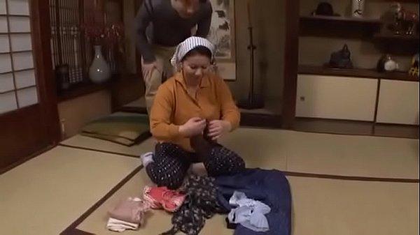 【巨乳】「冗談は止めて…」アラフィフの母に甘えて近親相姦仕掛ける息子