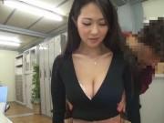巨乳とパンツをチラ見せしてるセクシー塾講師にイタズラするショタ生徒