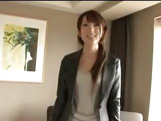 謝礼という甘い言葉に釣られた美女がホテルに連れ込まれハメられるw