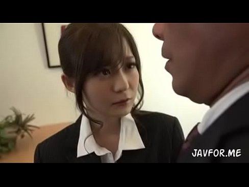 石原莉奈が仕事中のオフィスでフェラ抜き