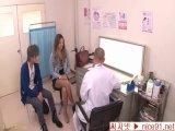 診察室で巨乳妻が医者に犯される 上原花恋