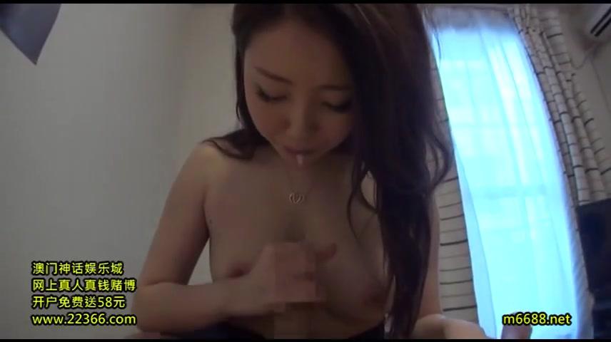 【素人エロ動画】巨乳の素人美女をマンコにチンコ擦り付けて焦らしまくってからハメてやるw