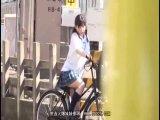 自転車のサドルに媚薬を塗られた制服娘