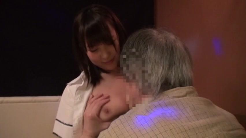【巨乳】「また指名してくれるならいいですよっ」おっぱぷ嬢が客の生チンポに跨がり腰振りw