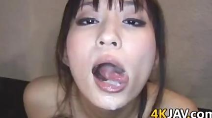 「ごちそうさまです」大量の精子を口にほお張る献身的ごっくん美少女