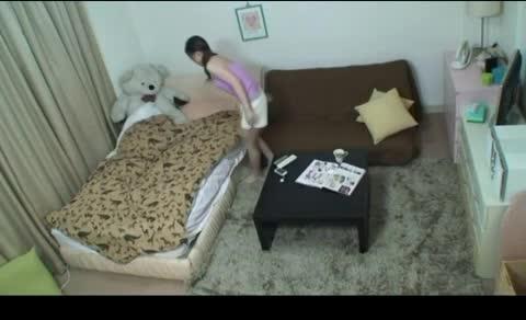 姉の部屋を盗撮すると男達を連れ込んで乱交を楽しんでいたw