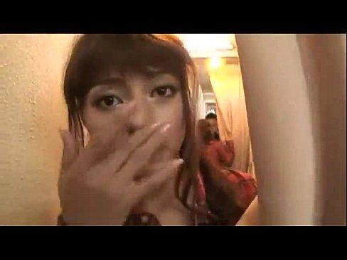 ローラ似のお洒落ハーフ美女が試着室で内緒パコ