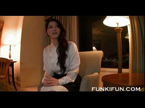 【熟女エロ動画】美人でセレブな感じの人妻とハメ撮りしちゃう