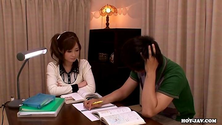 家庭教師のお姉さんが美人すぎて勉強に集中できない