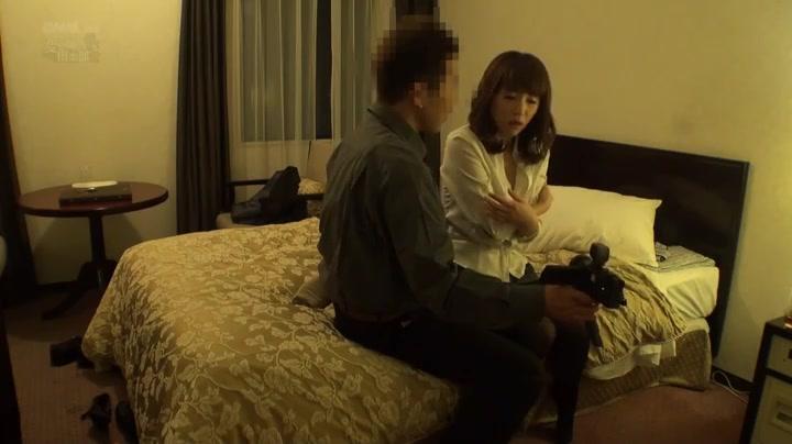 【人妻エロ動画】爆乳の美人人妻を酔わせたら簡単にやれたぞww