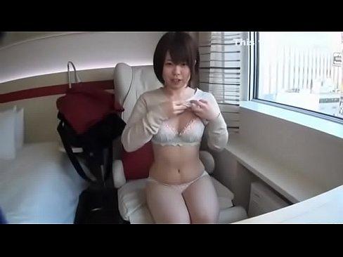 【素人エロ動画】ショートカットの童顔巨乳美少女とハメ撮りw