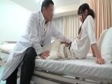 入院中の病弱な少女の病室を夜な夜な訪問する変態医師 深夜の隠し撮...