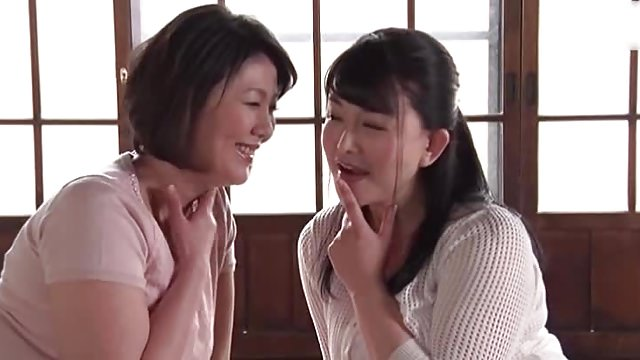 久しぶりに若い男と一つ屋根の下で過ごす嫁の姉妹が発情取り合い3P