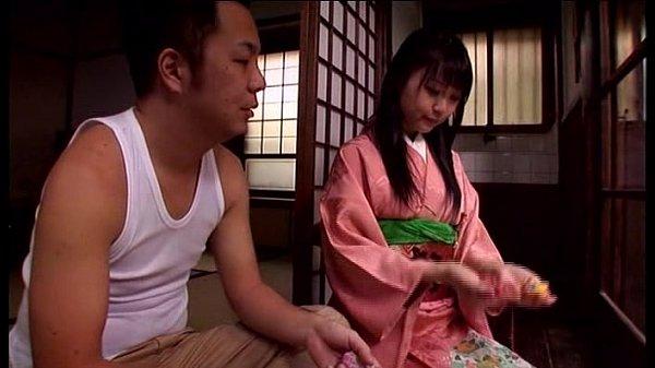 和服がよく似合う日本的ロリ少女がちょっとずつ脱がされイタズラされる・・・ つぼみ