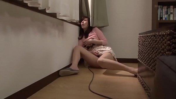 【巨乳】オナニーをのぞき見た隣人が人妻宅を襲撃