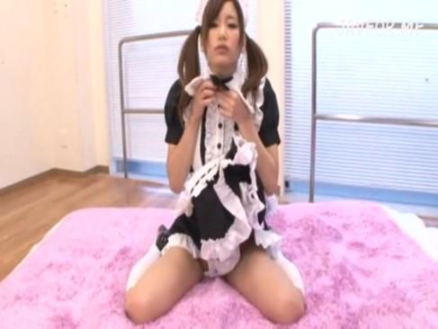 [美少女 コスプレ 少女JK彼女 マンコ フェラチオ 奉仕 イキ]美少女JKが口マンコでフェラチオご奉仕しをしてくれる。さらにメイド服にコスプレした彼女は玩具で濡れたおマンコを手マンされイキまくり