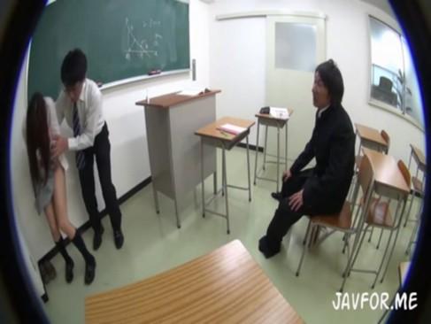 潜入して撮影したJcやJKが媚薬を飲まされて激しいピストンに狂いまくるの校生系動画