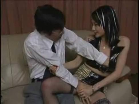 フェラチオに自信のある痴女な美人妻と、その友達とハーレム3P濃厚セックスをしちゃう!