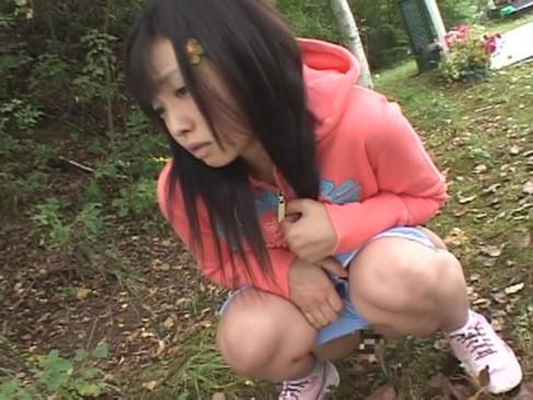 [幼い ロリ少女 肉棒]汚い大人に騙されて幼い体に肉棒ぶち込まれるロリ少女