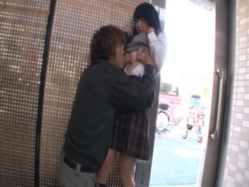 幼児体型ピチピチJCが彼氏の極太チンポを握ってメス顔濃厚フェラの美少女動画