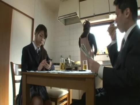 紺野ひかる女子校生が乳首丸出しでバックに悶絶の学生系動画