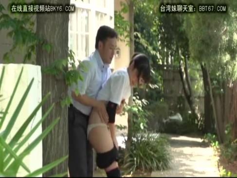 近所の小学生がホテルでおっさんのチンポを生フェの美少女動画