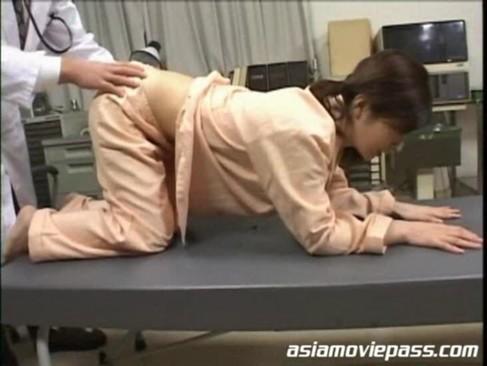 [ロリ ロリJK 診察 医者 アナル ハメ 大量]診察室で医者にアナルを広げられ執拗責めされたロリJKが放心状態でハメられ大量ザーメンぶっかけられる