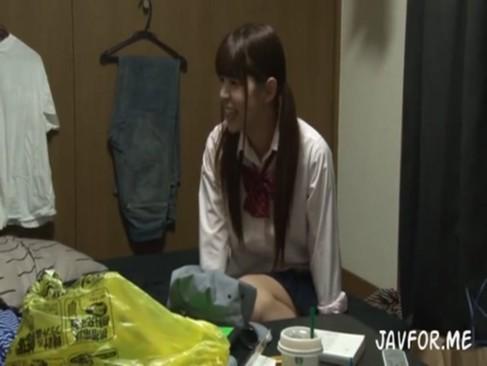 中学生アイドルがお風呂でギンギンチンポを必死で舐め尽くすの校生系動画