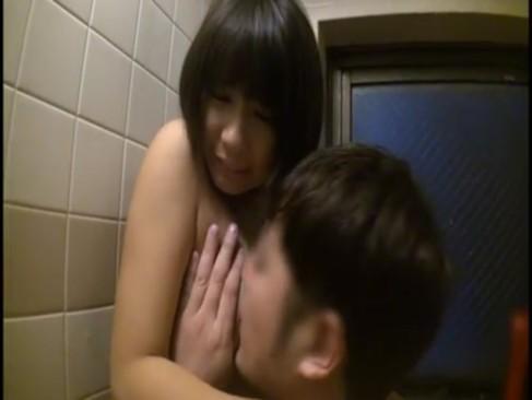 入浴中の妹に近親相姦中出しレイプ仕掛ける兄のクズ