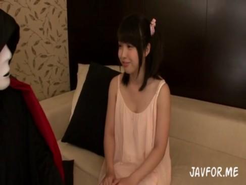 四つん這いになったJSやJCが楽しそうに乳首を擦りつけるエロ過ぎの美少女動画