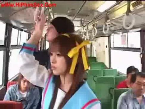 ハルヒコスした美少女がバスで痴漢を逆レイプして強制中出しw