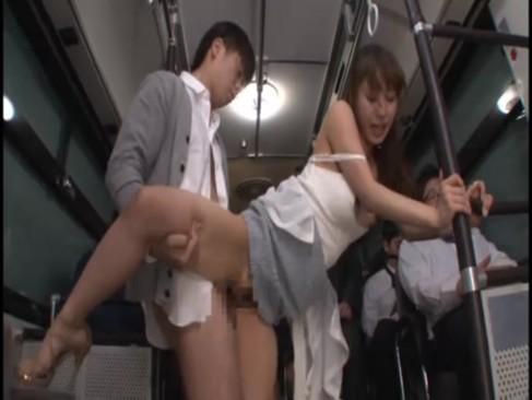 トイレ内での濃厚フェラで痴漢を誘惑するドスケベ女
