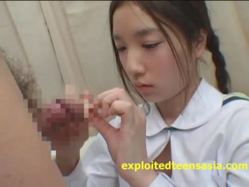 黒パンストの女子校生が敏感まんこを生チンポでハメられてアヘ顔のロリ系動画