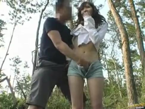 花も恥じらうお年頃の女子高生がマスク男とシックスナインで極太チンポを咥えるの美少女動画