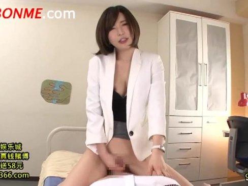 パイパン痴女教師が生徒チンポを激しくオメココキ→膣内射精誘導