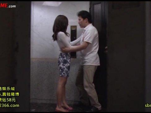 セックスレスな隣人奥さんと廊下で秘密の中出しファック