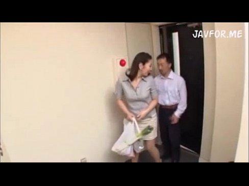 買い物帰りの人妻を襲ってマンションでレイプ!!