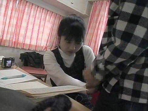 かわいすぎる美少女が敏感な桜色乳首を弄られてエッチな声が漏れるの学生系動画
