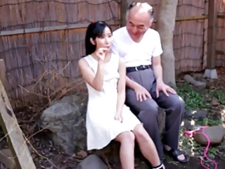 エロ目線でしか見れないJSが顔よりデカいチンポを握って金玉舐めご奉仕の美少女動画