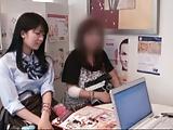 健康的なピチピチ女子高生がキモ男に跨って顔面騎乗位で腰振りの校生系動画