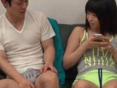 紺セーラー女子校生がキモ男に跨って顔面騎乗位で腰振りのロリ系動画