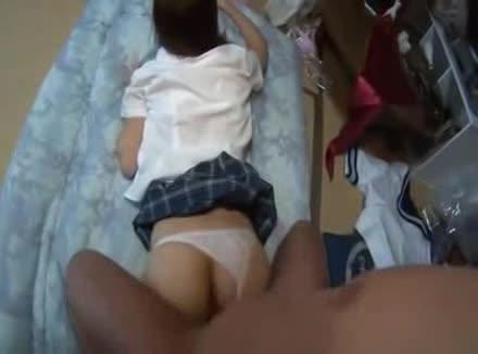 体操着娘女子校生がに貪りつく変態オヤジの校生系動画